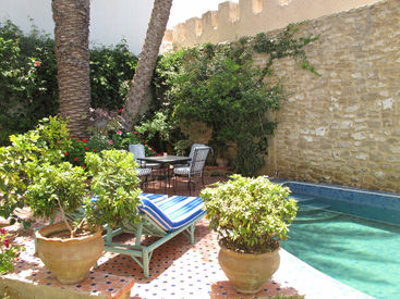 WITH A  GARDEN & POOL, OCEAN VIEW  – super charming and characterful riad in médina.